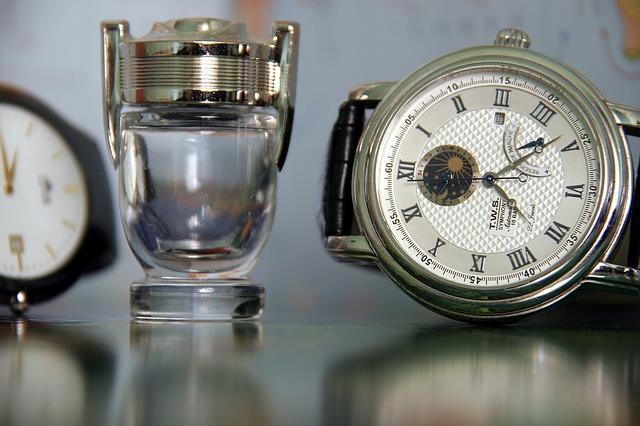 položené hodinky