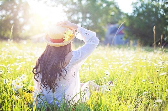 klobouk s květinou.jpg