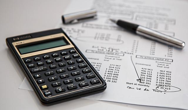 Kalkulačka, finance, finanční gramotnost.